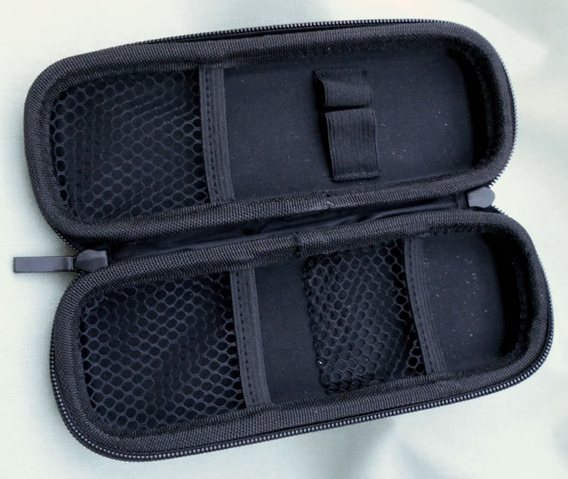 Firm black pipe case with zip closure. Can be purchased as a set with pipe and accessories