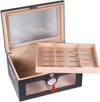 Black humidor, for 100 cigars